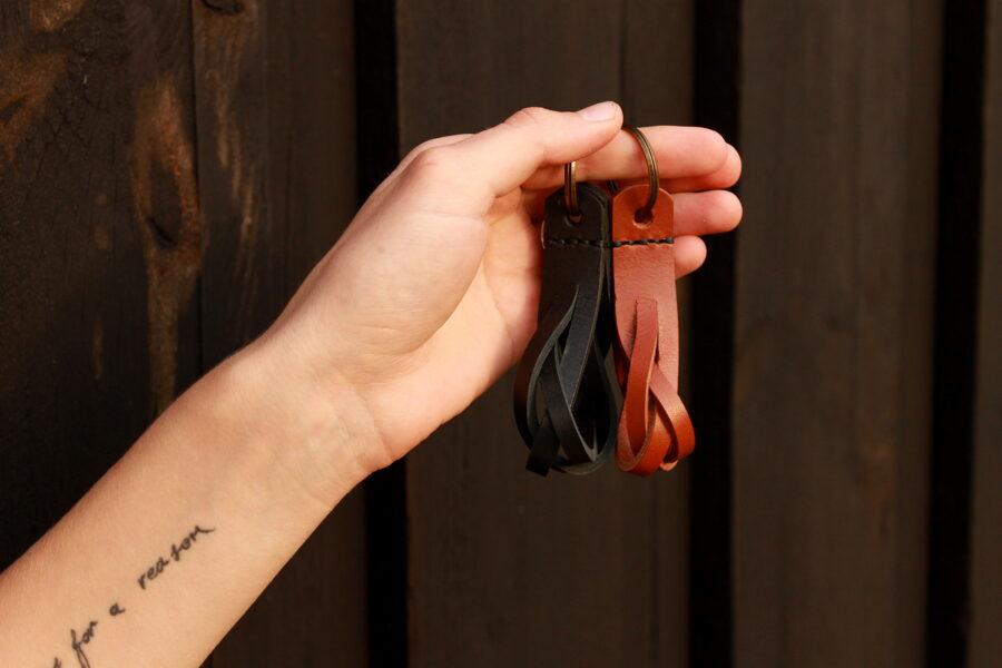 Atslēgu piekariņš-Pīne